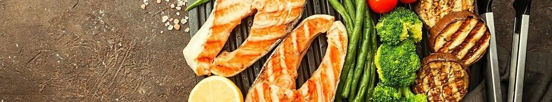 Lachs mit gegrillter Obergine, Brokkoli und Bohnen
