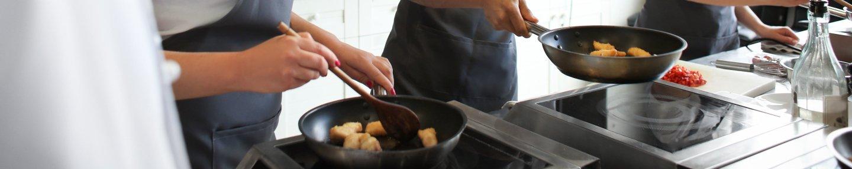 Kochen auf Induktionskocher mit Bratpfannen