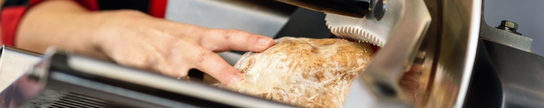 Aufschnittmaschine, in der Fleisch geschnittem wird